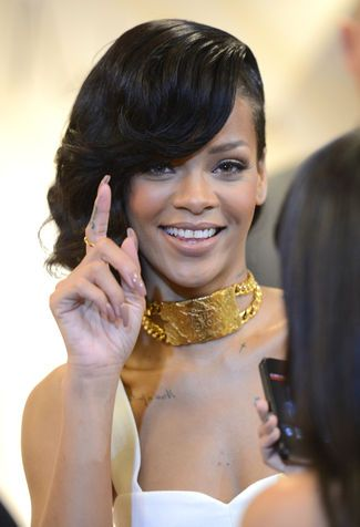 Unghie ovali come Rihanna