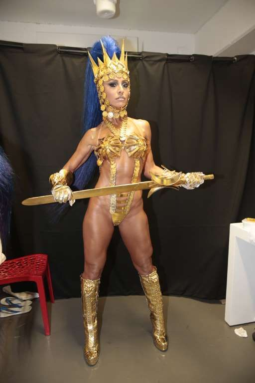 Sabrina Sato desfilou fantasiada de guerreira no posto de Rainha de Bateria da Vila Isabel, no dia 8... - Felipe Panfili/Camarote BOA