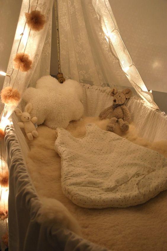sur un nuage d co int rieure d co de mariage cr ations chambre b b d coration nursery gar on. Black Bedroom Furniture Sets. Home Design Ideas
