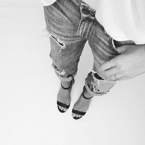Me gusta este look de jeans con sandalias.