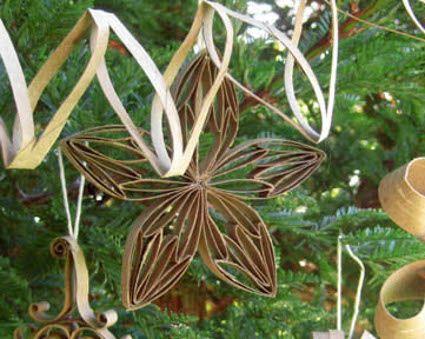 Decoraciones navide as con cart n reciclado flores - Adornos de navidad con material de desecho ...