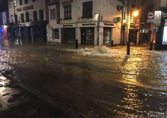Upper Street flood Roads closed as burst water pipe forces 35 people out of their homes - Islington Gazette