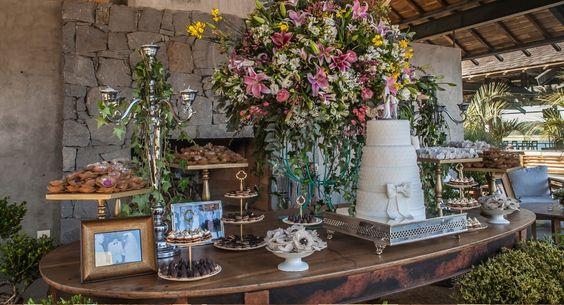 Mesa de doces do casamento de Renata Ares e Alexandre Cruz