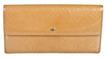 Louis Vuitton Tan Vernis Sarah Wallet. Get the lowest price on Louis Vuitton Tan Vernis Sarah Wallet and other fabulous designer clothing and accessories! Shop Tradesy now