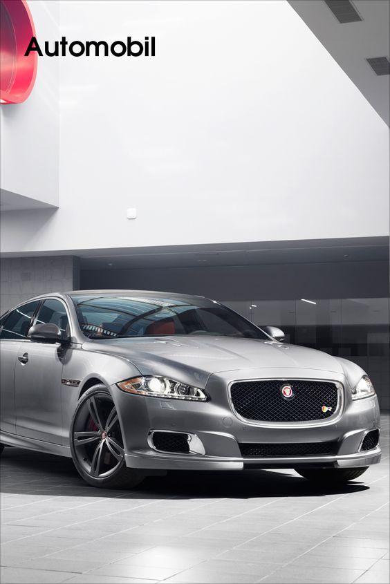 Jaguar • Weltpremiere der 550 PS starken Limousine auf der New York Auto Show.    Mit per Kompressor aufgeladenem 5,0-Liter-V8-Motor, einem betont sportlich abgestimmten Fahrwerk und einer auf die Mehrleistung angepassten Aerodynamik präsentiert sich der neue XJR als dynamischster Jaguar XJ aller Zeiten. Er verbindet die Fahrleistungen eines Supersportwagens mit einer selbstbewussten, verführerischen...    Bild anzeigen: http://www.imagesportal.com/newsletter/current/newsletter28.php
