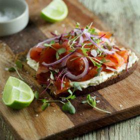 Salmon gravlax, sweet mustard and dill cream cheese on rye