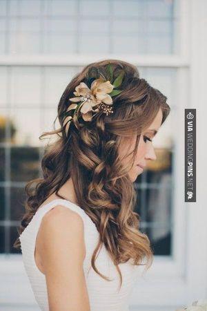 シックな大人っぽい花を添えて。マーメイドドレス・スレンダードレスにオススメの髪型・ハーフアップの参考一覧❤