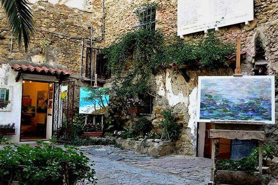 Costituzione per regolare la vita del borgo di Bussana Vecchia, nel documento si leggeva che ruderi non erano di proprietà di nessuno ...