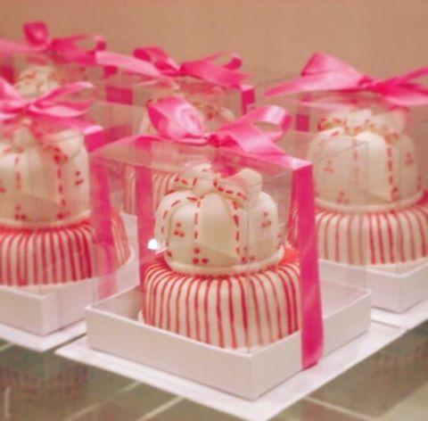 Esses minibolos foram entregues aos padrinhos de casamento ❤️ #vanessisses #minibolo #casamento #festa #pastaamericana