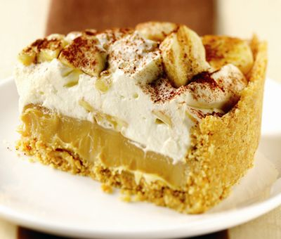 Banoffee Pie, Recipe. Arguably the best dessert in the world! A classic recipe using condensed milk to make a golden caramel and a crushed biscuit base, sliced bananas, whipped cream and chocolate shavings! YUM!