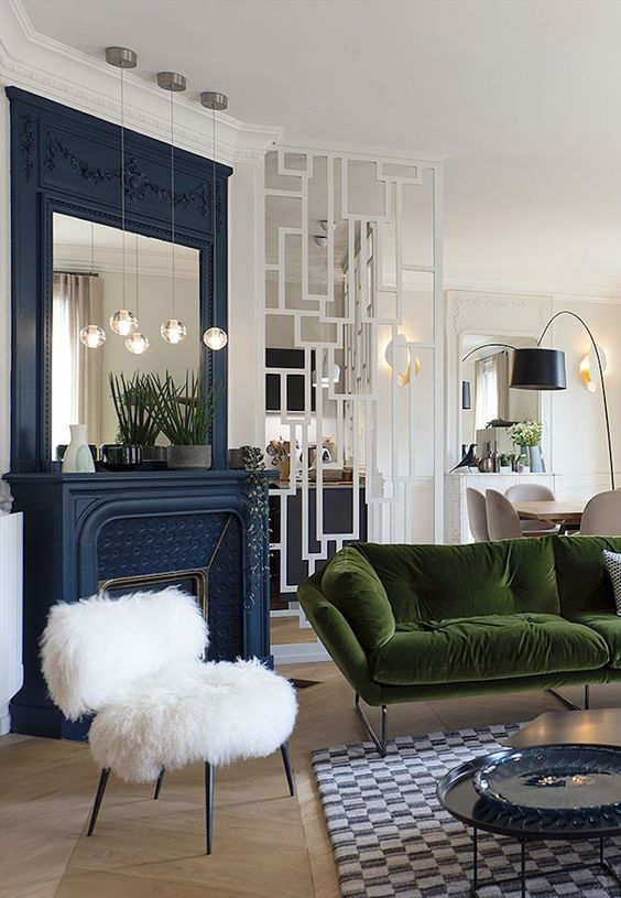 apaprtement vincennes style haussmannien  salon canape velours vert cheminee bleu tapis paris deco blog decoration #deco #decoration #salon #livingroom #chaminee #bleu #blue #canape #velours #vert #green #parquet #bois #tapis #paris #style #haussmannien #homedesign #homesweethome #homedecor