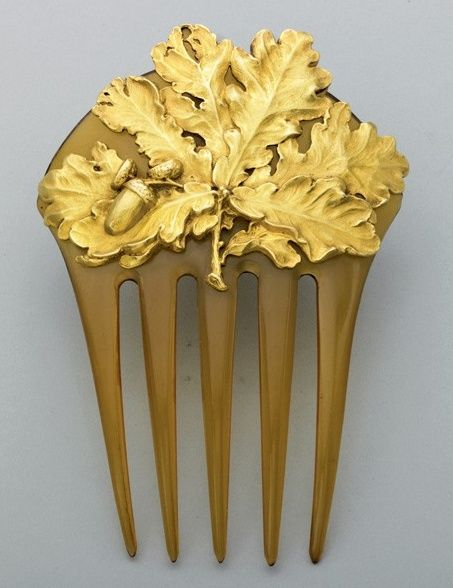 Crane & Theurer - Oak Leaves and Acorns Hair Comb. Carved Horn and Gold. Newark, New Jersey. Circa 1905.