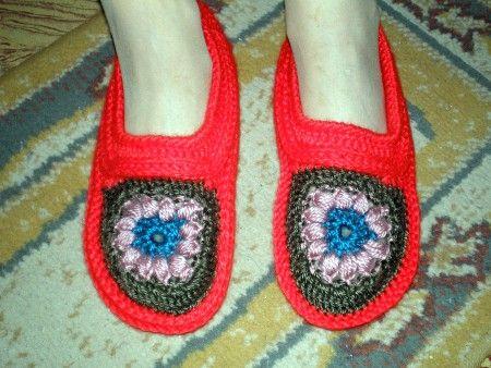 Pantuflas con flor tejidas a crochet