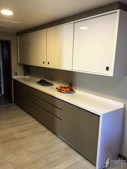 Muebles de cocina en melamina visón y alto brillo blanco ...