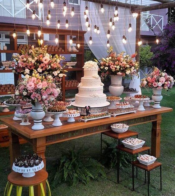 enfeite de mesa de bolo para casamento ao ar livre #enfeitedemesa #enfeitedecasamento #enfeitedemesaparacasamento #casamento