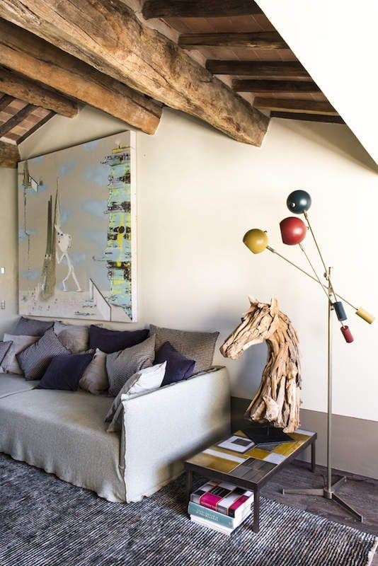 Quand on évoque la Toscane, on imagine souvent la douceur de vivre italienne et la beauté d'une campagne préservée.C'est exactement ce que m'inspire cette vieille bâtisse en pierres rénovée par l'agence parisienne d'architecture intérieure D-Mesure. De...