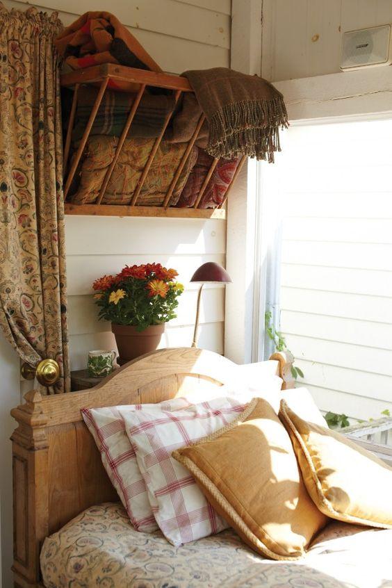 Love the high open blanket storage bedrooms pinterest for Comforter storage ideas