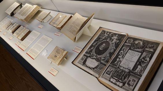 Exposicion Las llaves del conocimiento : gramáticas y diccionarios de las lenguas antiguas