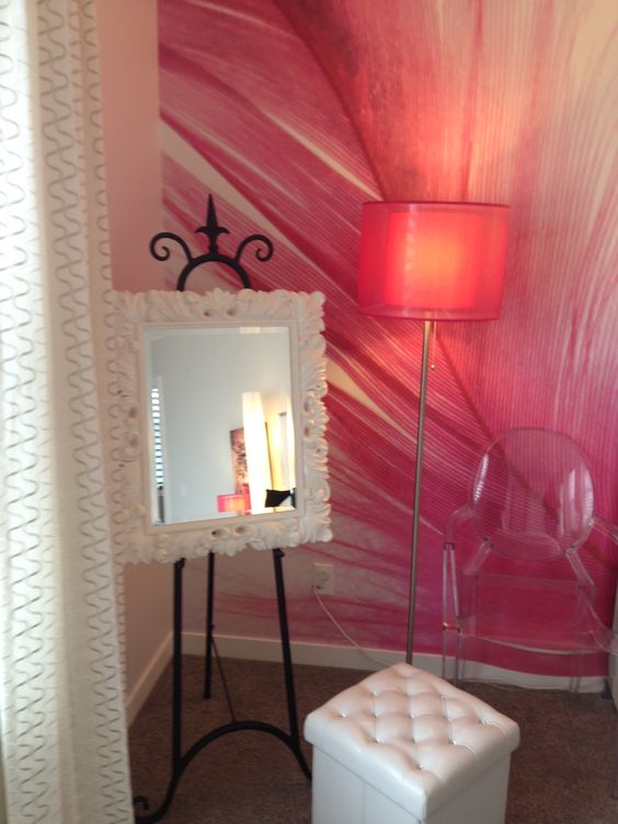 Love this idea for a mirror in a teen girls bedroom for Mirrors for teenage rooms