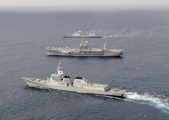 The U.S. 7th Fleet flagship USS Blue Ridge (LCC 19), middle, and the Republic of Korea navy destroyers ROKS Sejong the Great (DDG 991) and ROKS Chungmugong Yi Sun-sin patrol the Sea of Japan in formation.