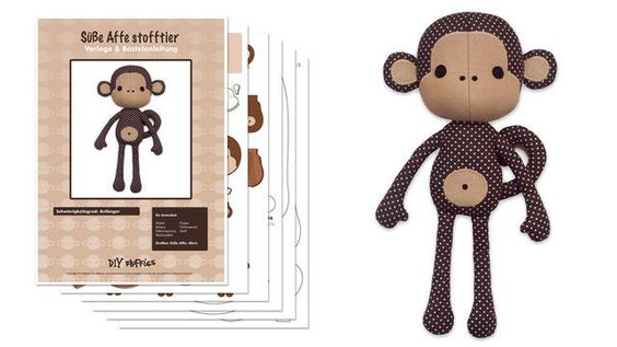 Bastel Dir Deinen eigenen süßen Knuddel - Affen!  Diese liebe Affenpuppe ist 40 cm hoch, wenn sie fertig ist.  Die Nähvorlage enthält eine leicht verständliche Bastelanleitung mit vielen Abbildungen.   --- English version is available here: https://www.makerist.de/patterns/cute-monkey-sewing-pattern-english-version ---
