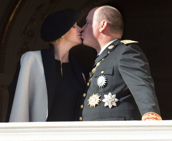 Prince Albert & Princess Charlene kiss for Monaco National Day