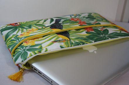 """Grande pochette  pour ordinateur 13 ou 14"""" pouces ou Macbook.  Le tissu tropical…"""