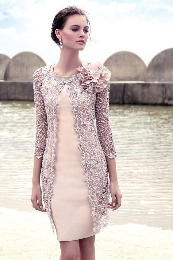 Traje de madrina con abrigo color nude 91569 by Carla Ruiz | Boutique Clara