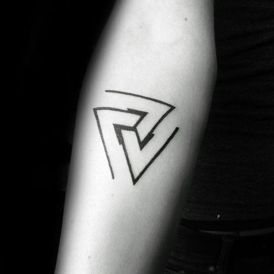 240 Tatuajes En El Antebrazo Pequenos Grandes Y Originales Tatuaje De Triangulo Tatuajes Antebrazo Tatuajes Para Hombres En El Antebrazo