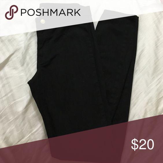 NWOT- H&M slim fit pants Black slim fit pants. Never worn, but no tags. No pockets, gold button closure. H&M Pants Skinny