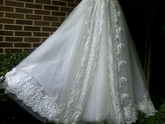 Gorgeous Oleg Cassini wedding gown for sale!
