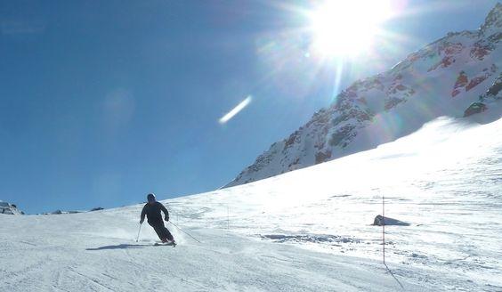 Midninght Mark skiing Eagle Rock - Ski Etoile