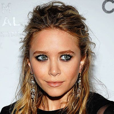 I love the Olsens. I especially love this makeup look! That lip colour is fantastic on Mary-Kate.