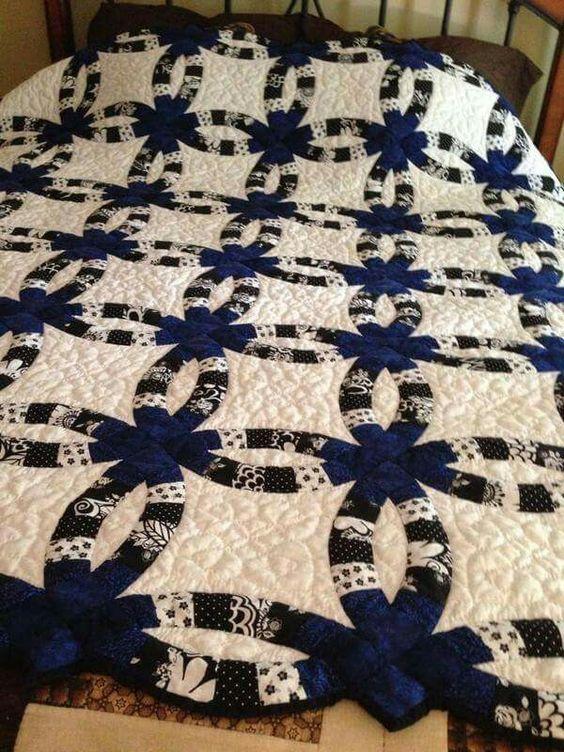 Free Crochet Wedding Ring Quilt Pattern : Beautiful, Dark and Quilt on Pinterest