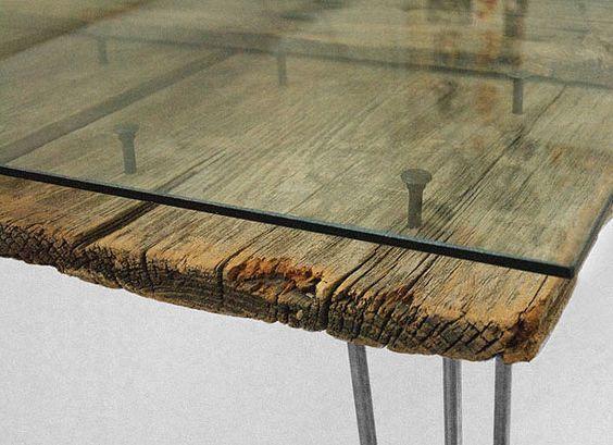 Des cr ations o le bois de grange est mis en valeur lunettes hollywood et - Table en bois et verre ...
