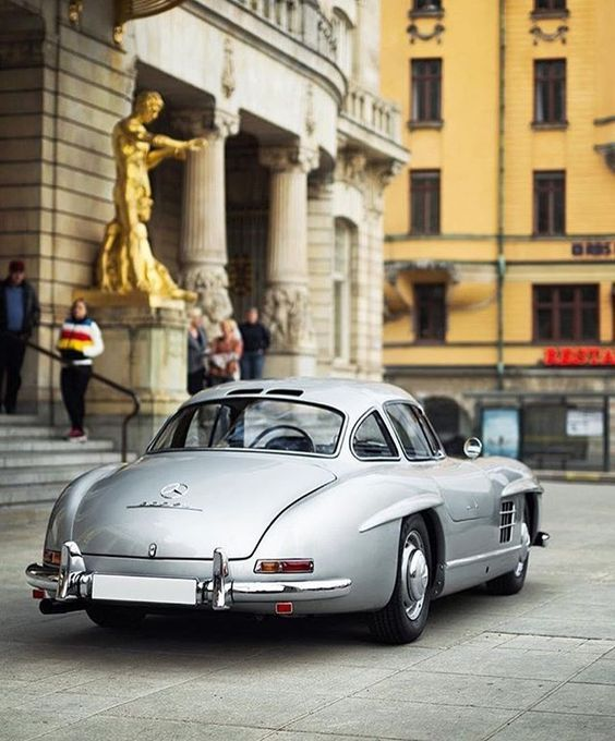 Mercedes Benz #300SL. Inspired by @DAPPERMEN. ©©: @AAltomotive. Via: https://www.instagram.com/p/BE7sLaXrC6W/ #300SLRestorations #BruceAdams190SL