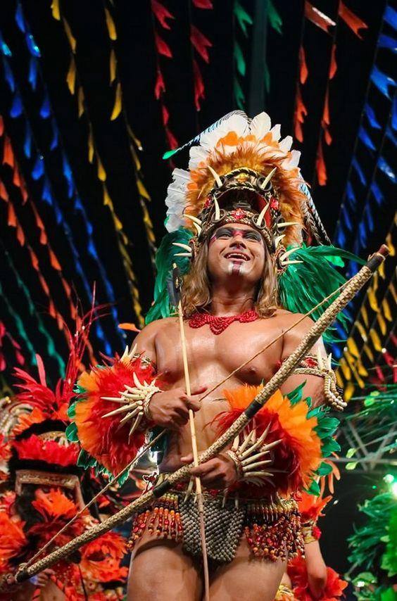 Índio do Bumba meu Boi. São João, São Luis - Maranhão