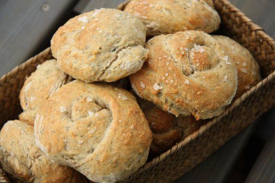 rustic knots - bread with nettle or dandelion!