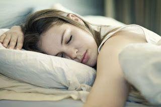 Dormir mais de 8 horas por noite aumenta significativamente o risco de AVC, afirma estudo