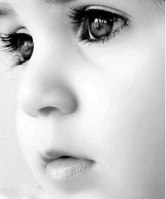 schwarz-weiß Fotografie #Babyfoto wunderschöne Babyaugen #Inspiration #erste…