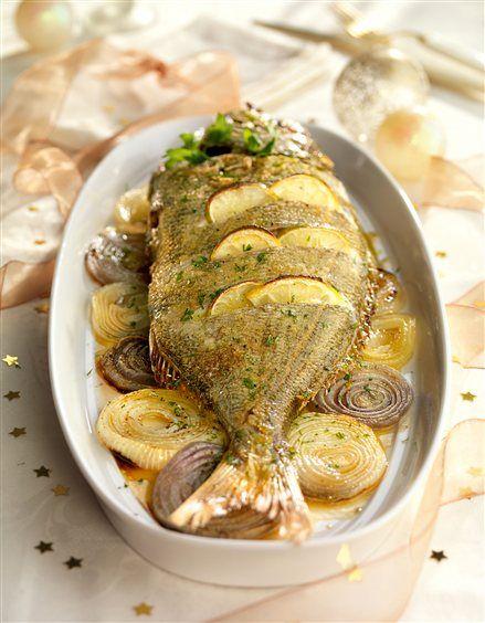 Besugo al horno  Un plato que seguramente has probado más de una vez en Navidades. ¿Te atreves a hacerlo tú? Te contamos la receta.#congelados #aurelio