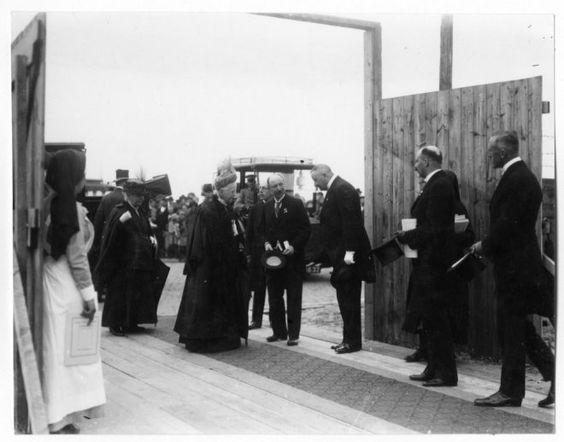 1922, eerste steen legging Rode Kruis Ziekenhuis door koningin Emma.7ccd0440-6c16-414c-a396-c4013ca8527d.jpg
