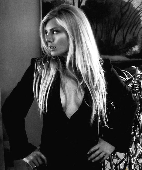 I miss Peta Wilson's Nikita. She put the S in Style on Television.. Sadly, no one has been able to fill her shoes yet..