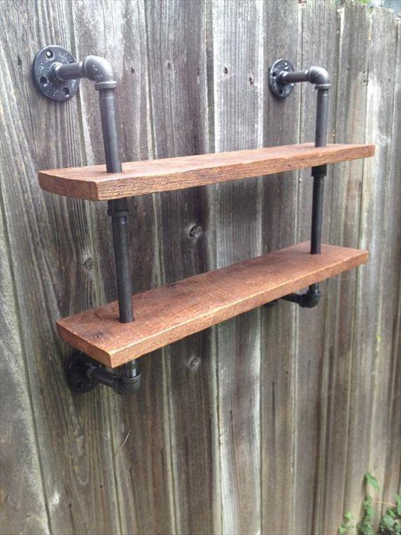 DIY Pallet and Iron Pipe Wall Hanging #Shelf | Pallet Furniture DIY