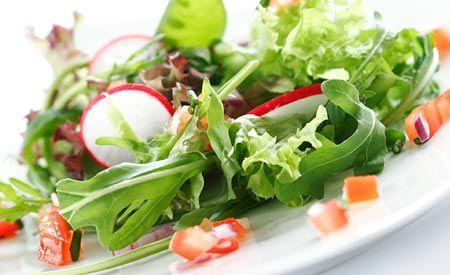 (Zentrum der Gesundheit) - Wildpflanzen sind nahrhaft und beugen gleichzeitig Krankheiten vor. Ist eine Krankheit da, dann können Wildpflanzen sogar heilen. Sie können die Leber bei der Entgiftung unterstützen, das Verdauungssystem harmonisieren und letztlich den gesamten Organismus stärken.