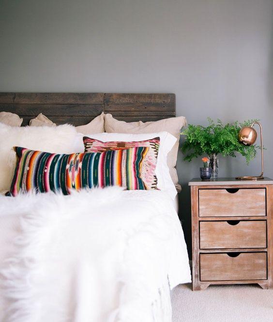 Bohemian Kissen und kuscheliges Fell - Schlafzimmer