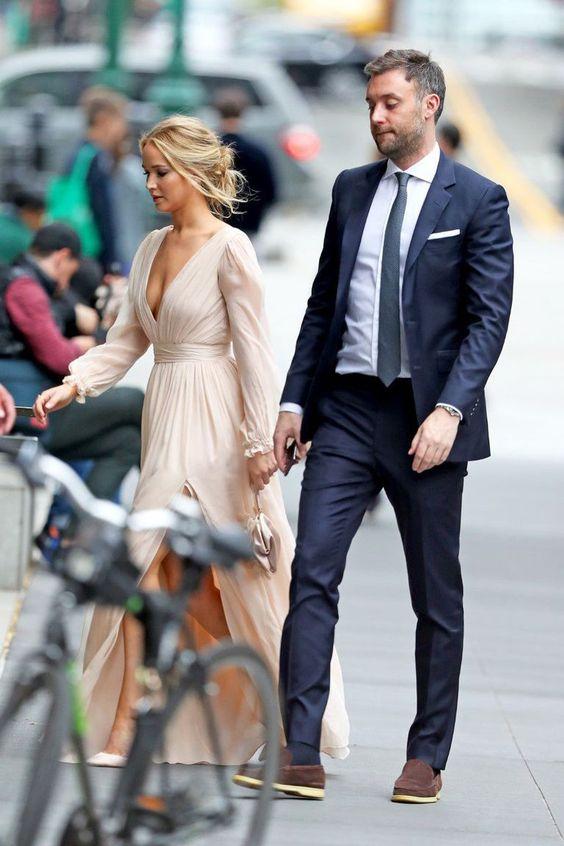 Street fashion, Suit, Fashion, Footwear, Formal wear, Dress, White-collar worker, Blazer, Outerwear, Shoe,