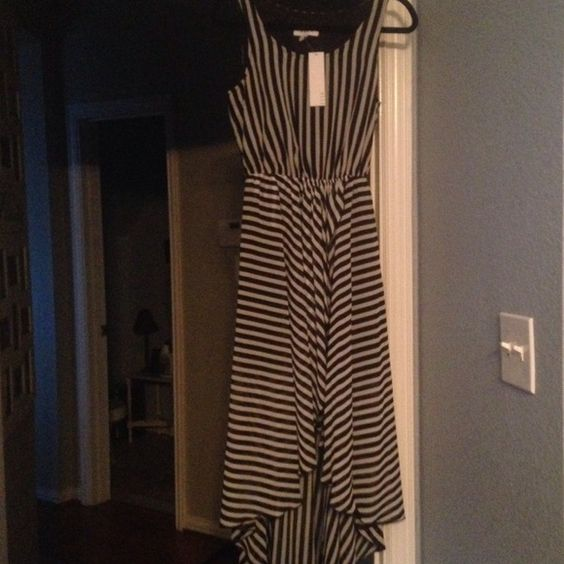 Hi lo sleeveless dress NWT size small Brand new with tags black and white hi-lo dress size small Elle Dresses High Low
