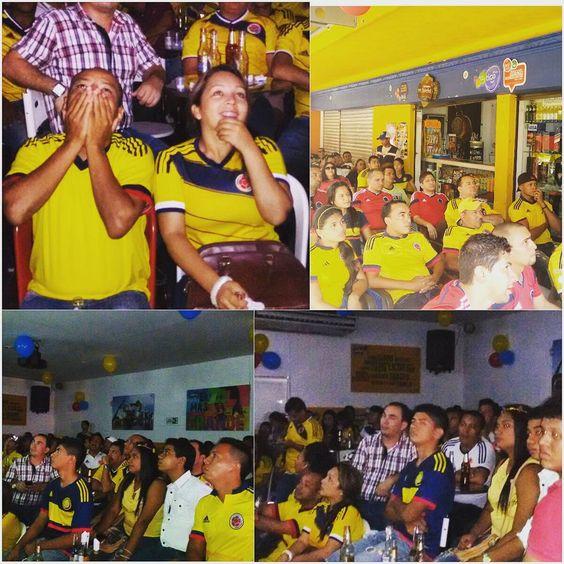 """""""En la victoria de la @fcfseleccioncol 2-0 ante #Perú los sincelejanos vivieron momentos tensionantes cuando peligraba el arco de la tricolor y celebraron…"""""""