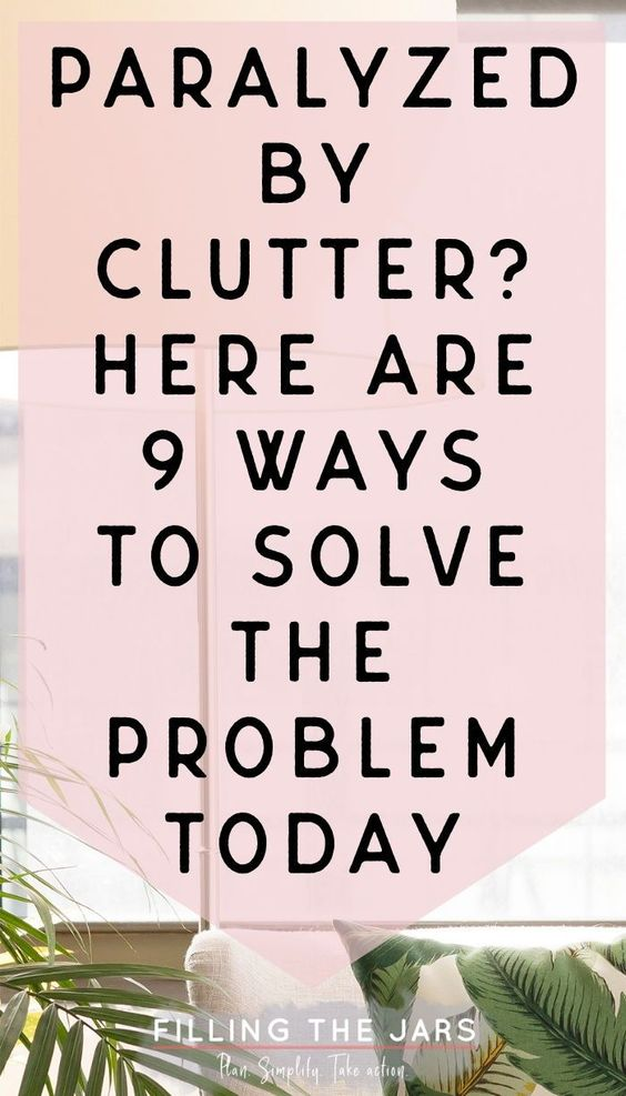 These simple decluttering tips have made a BIG difference in how I feel about my home! If you're wondering how to declutter without getting overwhelmed, you need to click through and read about these clutter-busting strategies today! #decluttering #organizing #ftj
